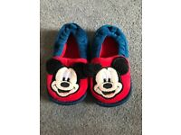 Disney store mickey mouse slippers size 4/5