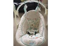 Baby swinging musical seat