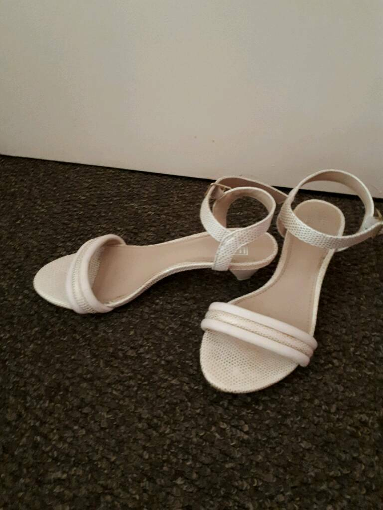 Ladies cream sandal shoes size 4in Top Valley, NottinghamshireGumtree - Lovely ladies cream sandal shoes Excellent Size 4£4Collect Top valley. NG5