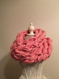Hand knitting chunky cowl scarf
