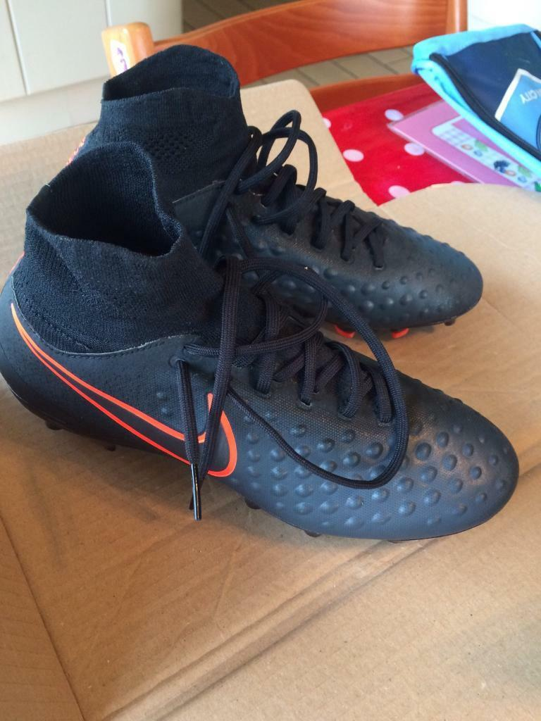 Football magista sock bootsin Royton, ManchesterGumtree - Nike kids magista obra size 5 , never been worn still in the box , colour black with red / orange Nike tick ,, cost £100