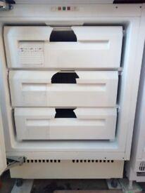 Hygena APM6215 integrated Freezer