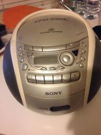 SONY - Cd/Radio/Cassette player