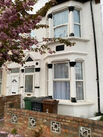 5 Bedroom House - Near Blackhorse Road Station
