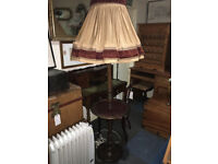 Great Vintage Traditional Solid Mahogany Turned Reeded Standard Lamp with Table Tray