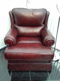 burgandy leather 3 seater and 2 chairs one being a recliner.beautiful leather excellant condition