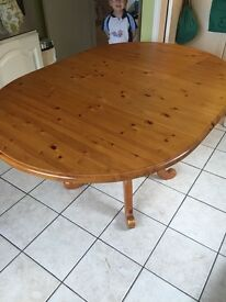 Beautiful pine table can be extended