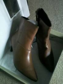 ***. NEW IN BOX. TAN ANKLE BOOTS SIZE 5!!!!
