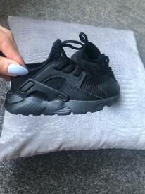 Black nike hurraches toddler size 5