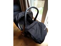 Oyster Car Seat with leg cover - as new