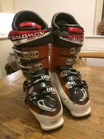 Salomon ski boots size 8