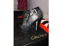 Shoes size 3/4