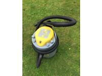 Garden and patio wet and dry vacuum and blower