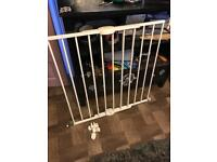 Mother care extendible safety gate
