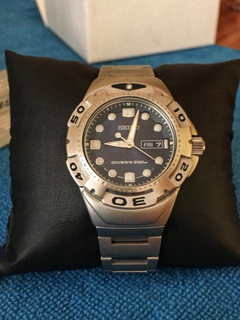 Seiko V736-7A10 Air Diver Ultra Rare NOS Watch