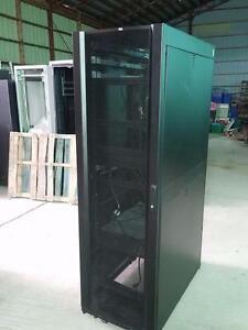 APC AR3100 NetShelter   42U 24W x 42D Rack Enclosure DOORS SIDES KEY