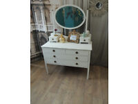 Antique dressing table with in chabby chic style