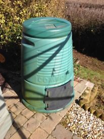 Large green compost bin with lid. Good condition.