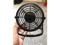 Mini desk fan USB powered