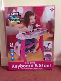 ALMOST NEW LITTLE MUSIC MAKERS SING ALONG KEYBOARD AND STOOL PIANO 37 KEYS WITH RECORDING