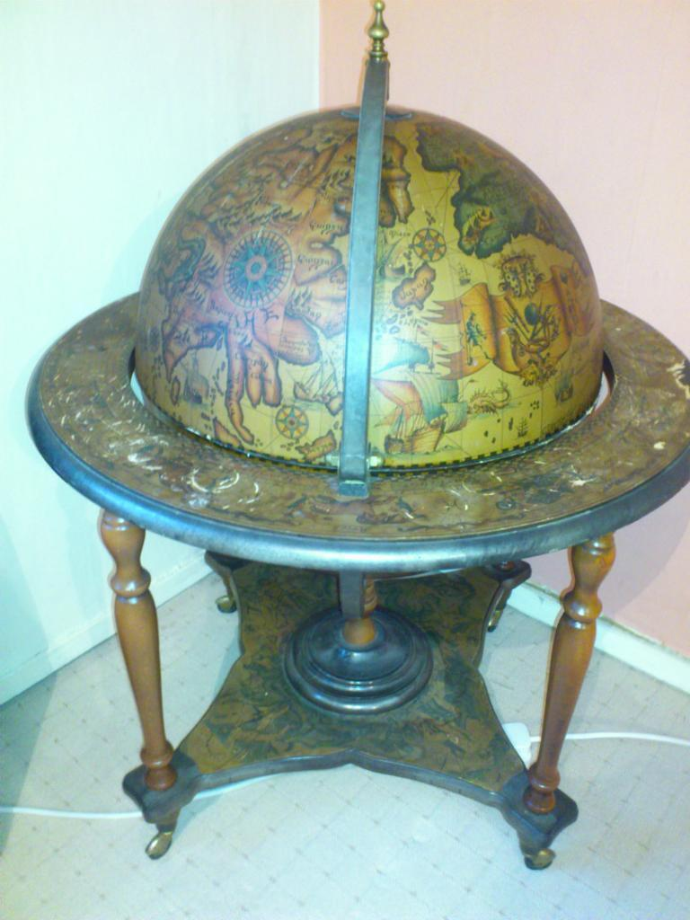 Ancient world globe drinks alcohol cabinet on wheels zona fredda ancient world globe drinks alcohol cabinet on wheels zona fredda settentrionale bar gumiabroncs Images