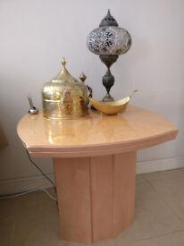 Lamp table in veneer finish