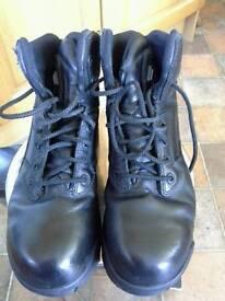 Magmum Boots size 5
