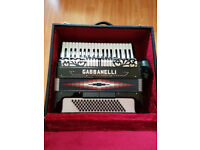 Gabbanelli 96/4 accordian with hard case - Mint condition