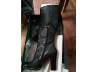 Tommy Hilfiger boots size 7