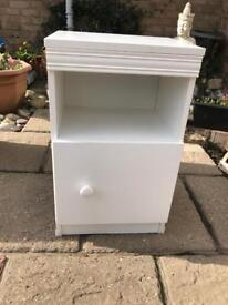 White bedside cabinet ( can deliver )