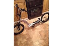 BOYS/GIRLS SILVER MUDDY PAWS SCOOTER WITH 16INCH BMX WHEELS,AS NEW..RRP..£79....£30