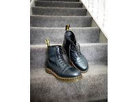 Selling top condition Navy Doc Martens 1460 Smooth