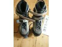 ROLLER SKATES THAT ADJUST FROM SIZE 3-6 - BOXED