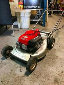 Tondeuse Avec Traction (Arriere) Honda Lawn Mower With Traction (Rear)