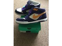 Nike women's Air Wilight Mid trainer shoes size 7 in purple and white