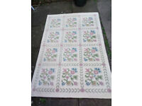 Large Cream Wool Rug with Flower Pattern 6ft x 4ft