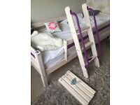 Single bed with accessories to raise. Ideal for children's room
