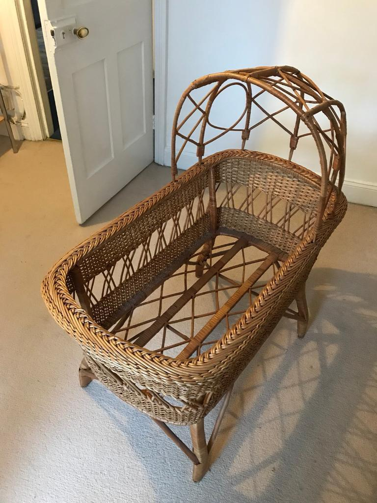 Wicker cot with removable hood