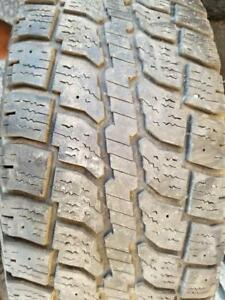2 PNEUS HIVER WINTERCAT LT 245 70 17   2 WINTER TIRES