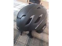 Salomon ski helmet (L)