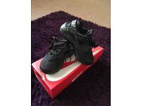 Black Nike huaraches size 10 boys