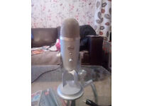 Blue Yeti Microphone with Pop Filter