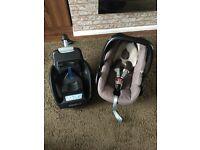 Maxi cosi pebble car seat and easy base 2