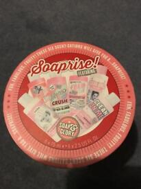 Soap and glory soaprise cracker set