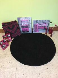 Black circular rub and pink accessories