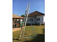 Class 3 Extending ladder with stabiliser