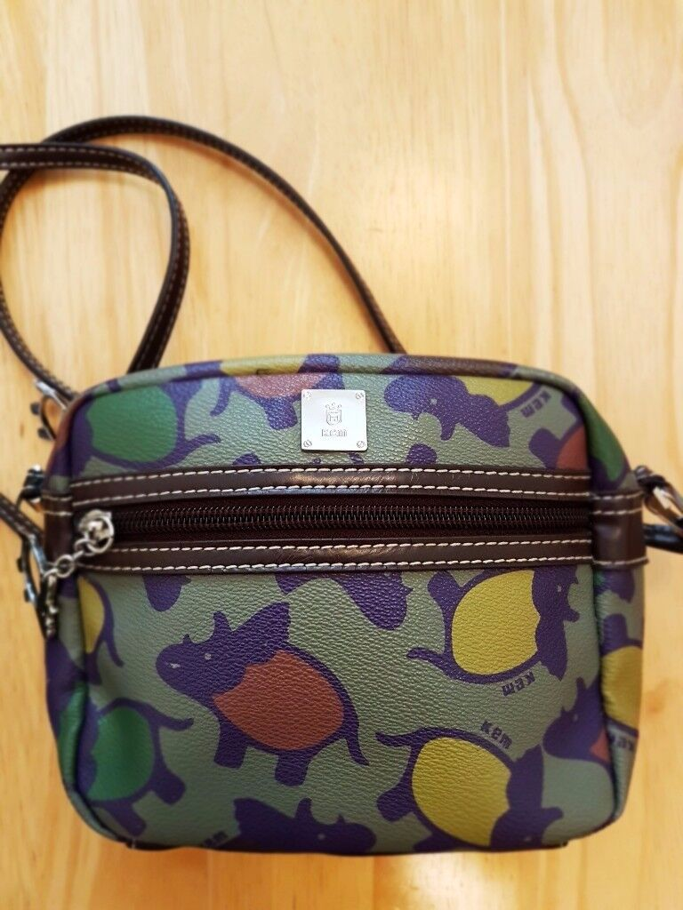 Beautiful Women's KEM (Italy) Small Cross Body Bag. Perfect for your daily needs!