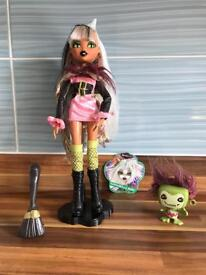 Bratz Bratzillaz Sashabella Paws Doll and her Pet Fluffinscruff