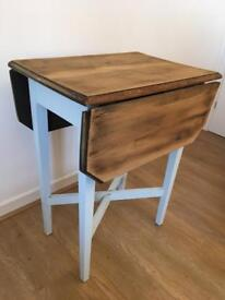Lovely small expanding table