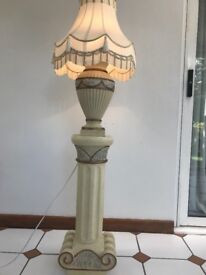 Vintage Lamp, perfect condition, 1 small tassel missing